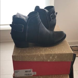 Edee Ankle Booties